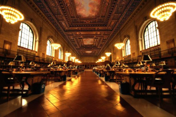 Lista com 20 lugares magníficos para ler livros