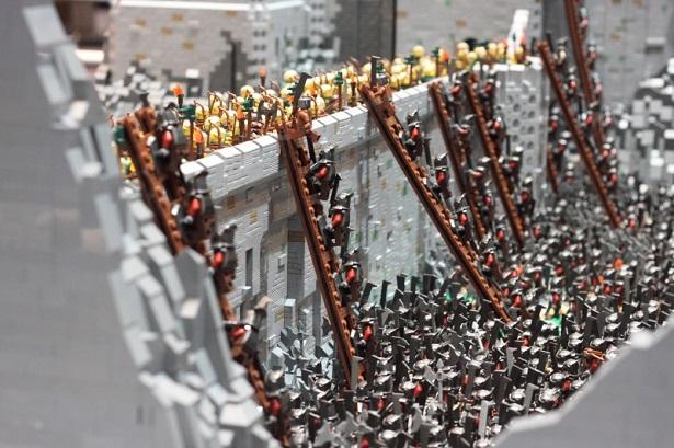 Diorama de LEGO representa uma batalha épica de 'O Senhor dos Anéis'