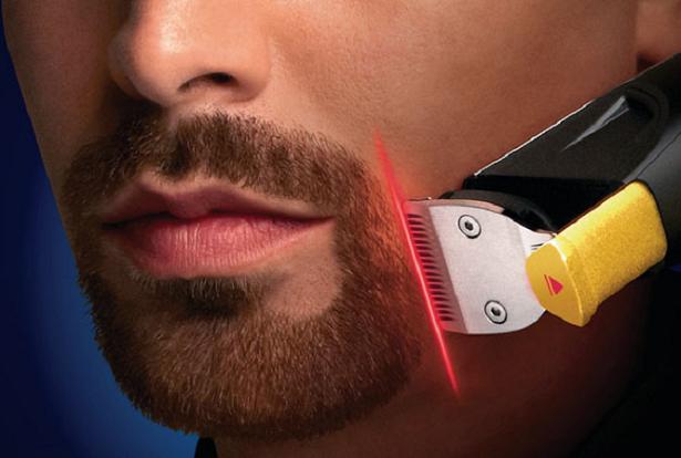 A primeira máquina de barbear com uma guia a laser incorporada para precisão perfeita