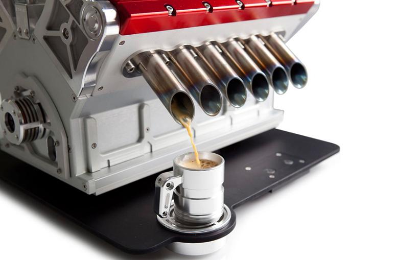 A máquina de café construída em famosos motores da Fórmula 1