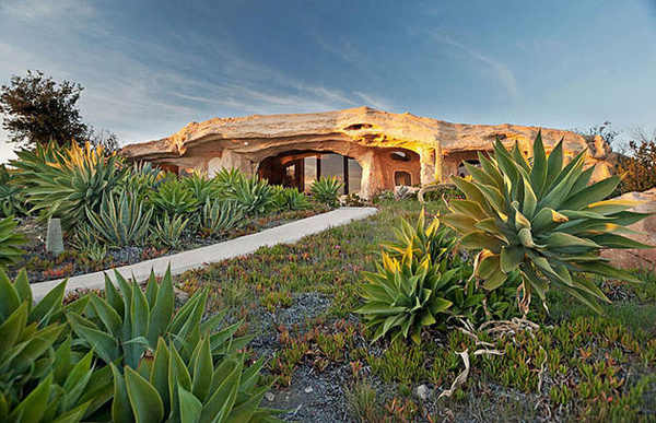 A casa dos Flintstones existe na vida real, fica em Malibu e custa $3,25 milhões. E sim, é espetacular!