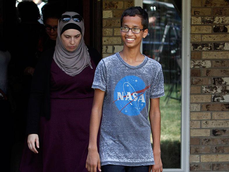 Após Ter Sido Preso Depois De Um Mal-Entendido, Ahmed Mohamed Recebe Convite De Professora Do MIT