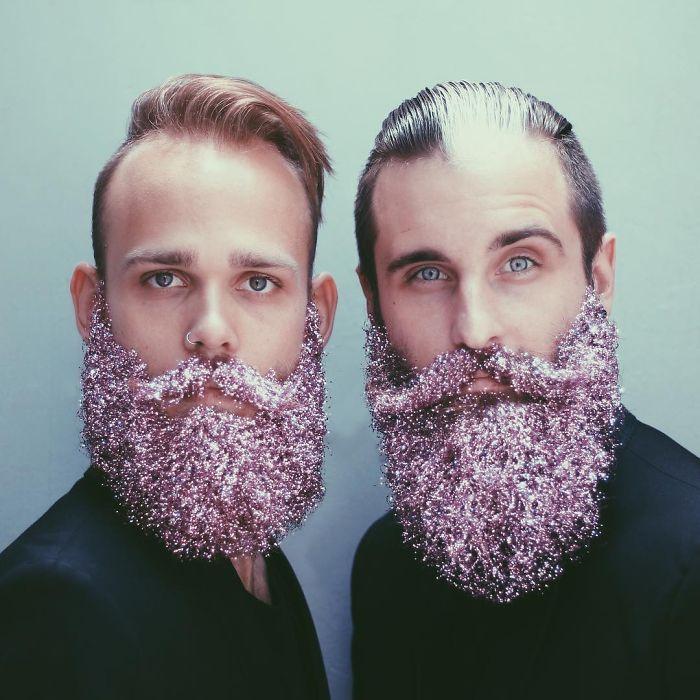 homens-com-glitter-na-barba-no-natal-3
