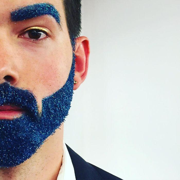 homens-com-glitter-na-barba-no-natal-4