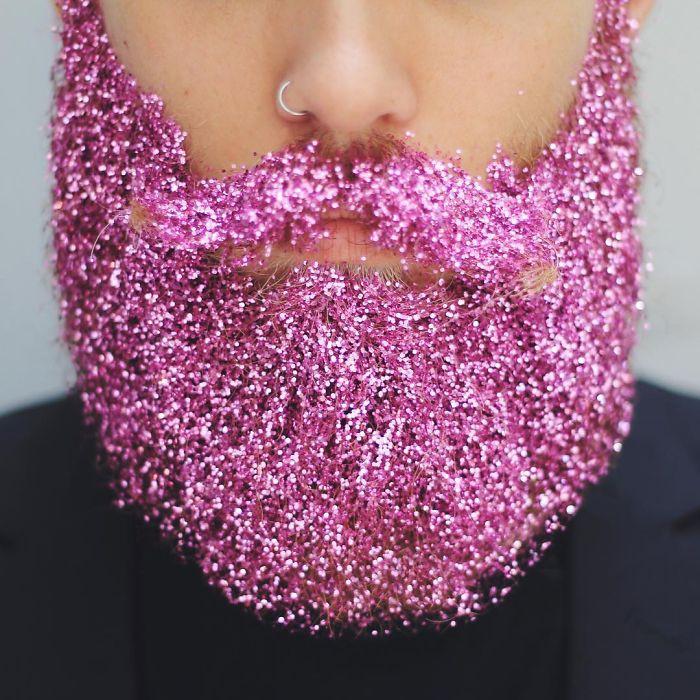 homens-com-glitter-na-barba-no-natal-6