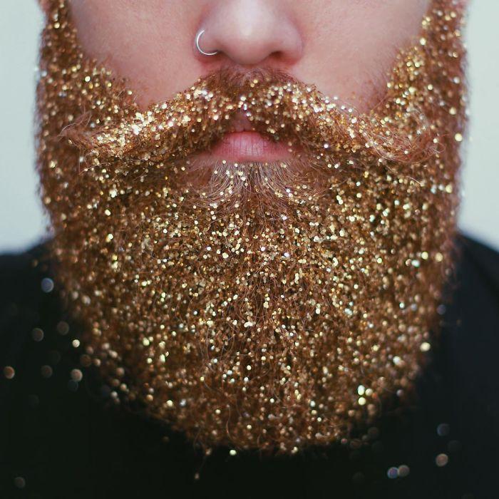 homens-com-glitter-na-barba-no-natal-7