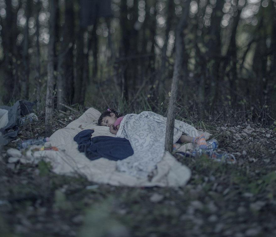 fotografo-revela-onde-criancas-refugiadas-sirias-dormem-1