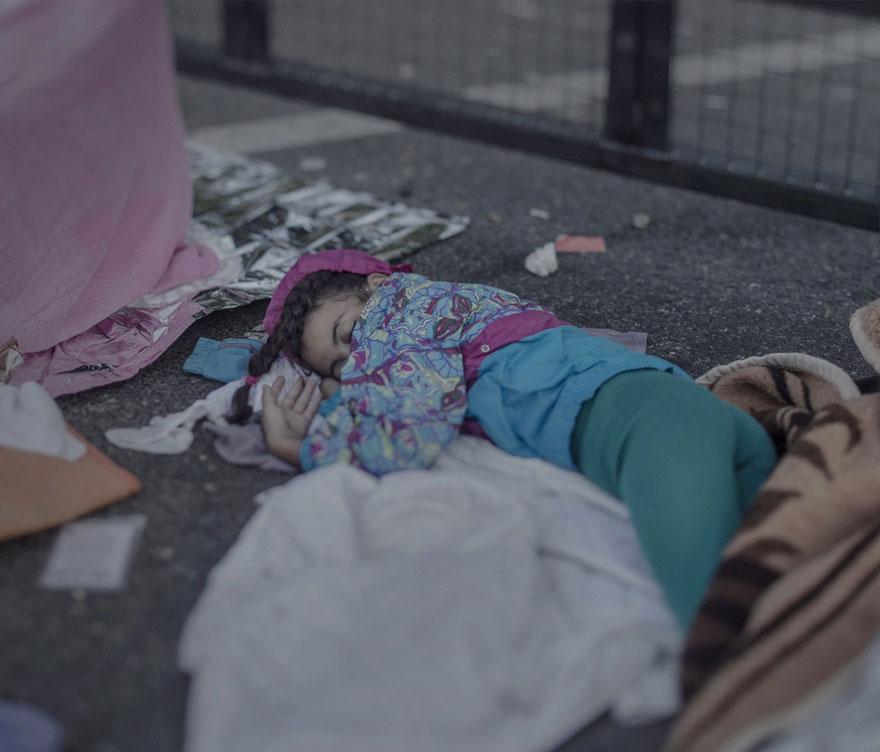 fotografo-revela-onde-criancas-refugiadas-sirias-dormem-10