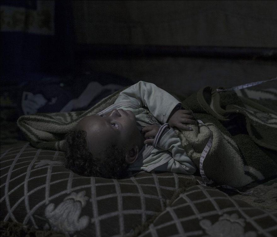 fotografo-revela-onde-criancas-refugiadas-sirias-dormem-11