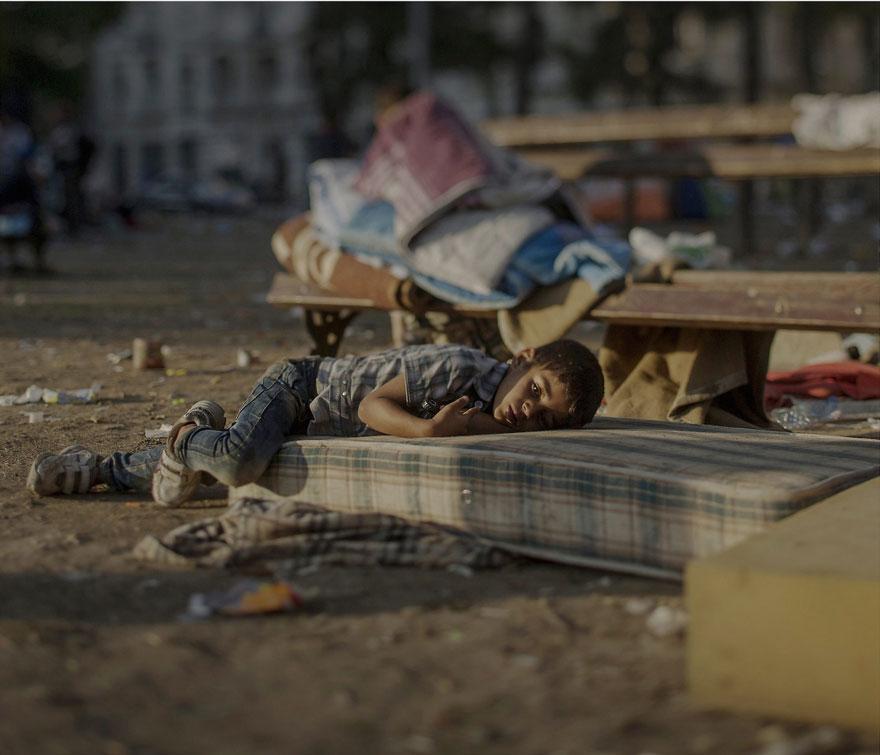 fotografo-revela-onde-criancas-refugiadas-sirias-dormem-2