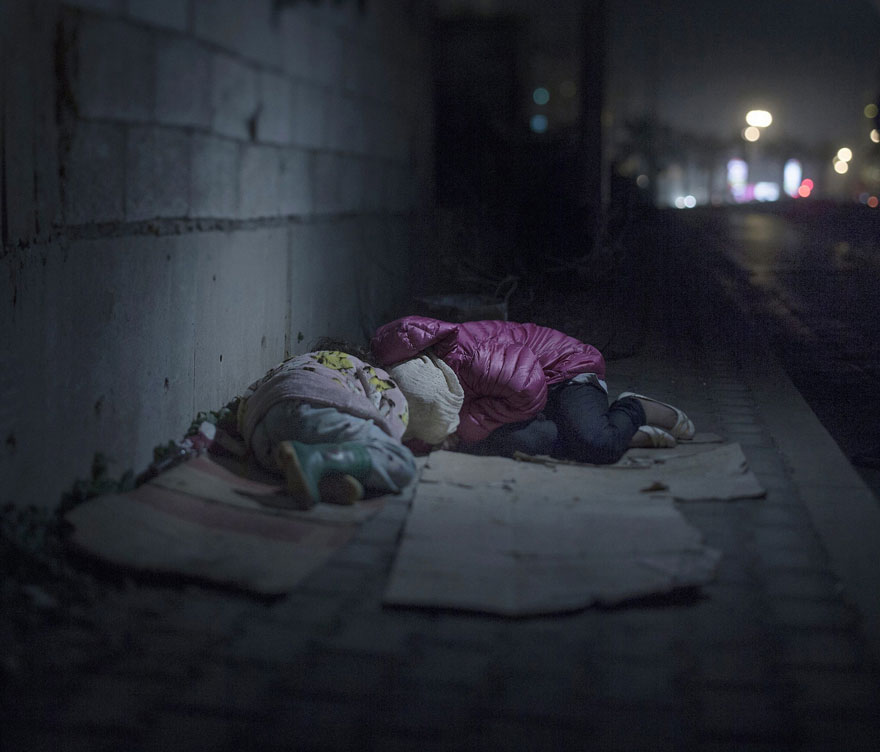 fotografo-revela-onde-criancas-refugiadas-sirias-dormem-5