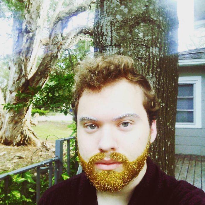 homens-com-glitter-na-barba-no-natal-15