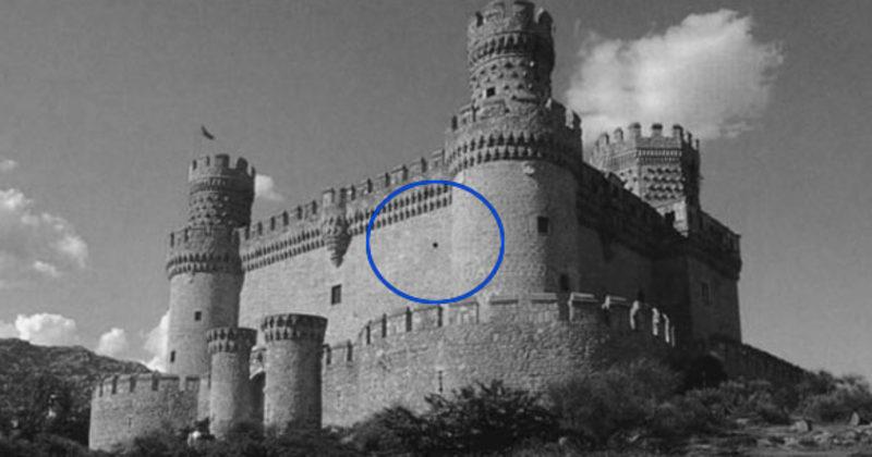 Olhe Fixamente Para Este Ponto Por Um Tempo E O Castelo Vai Aparecer Em Cores De Repente