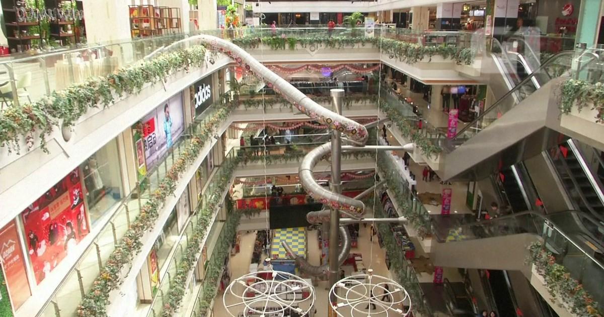 Tobogã De 20 Metros É Instalado No Interior De Um Shopping Na China