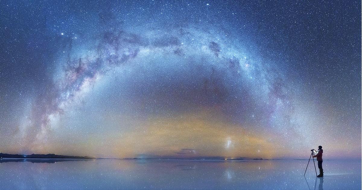 Fotógrafo Russo Captura Fotos Deslumbrantes Da Via Láctea Espelhadas Em Deserto De Sal Na Bolívia