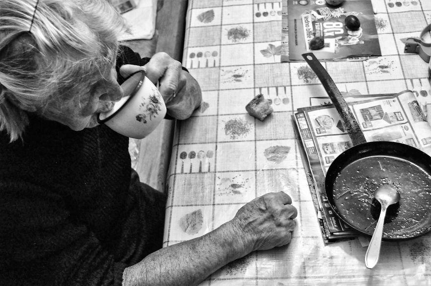 segui-a-minha-avo-de-83-anos-em-torno-de-sua-fazenda-por-um-dia-10
