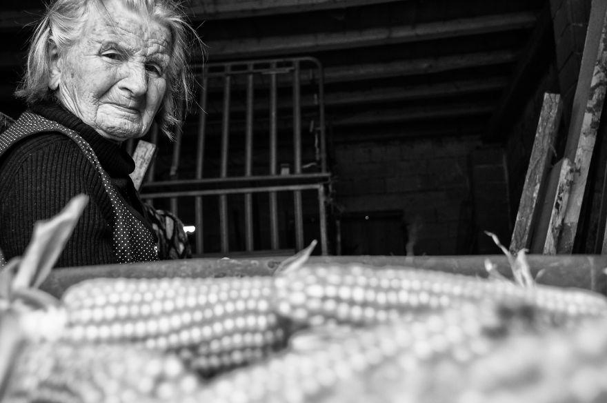 segui-a-minha-avo-de-83-anos-em-torno-de-sua-fazenda-por-um-dia-18