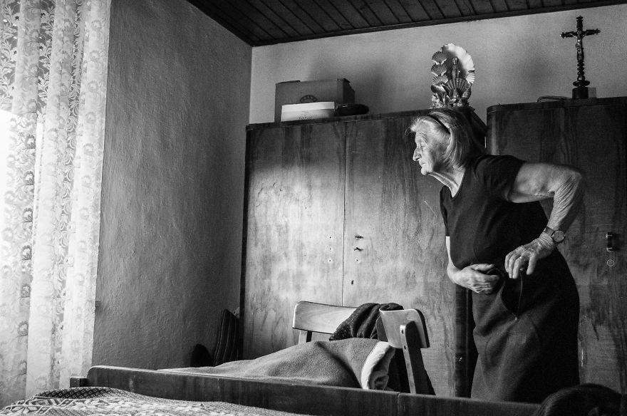 segui-a-minha-avo-de-83-anos-em-torno-de-sua-fazenda-por-um-dia-23