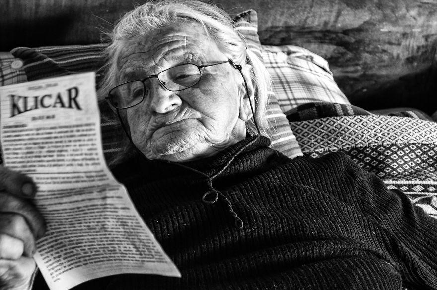 segui-a-minha-avo-de-83-anos-em-torno-de-sua-fazenda-por-um-dia-25