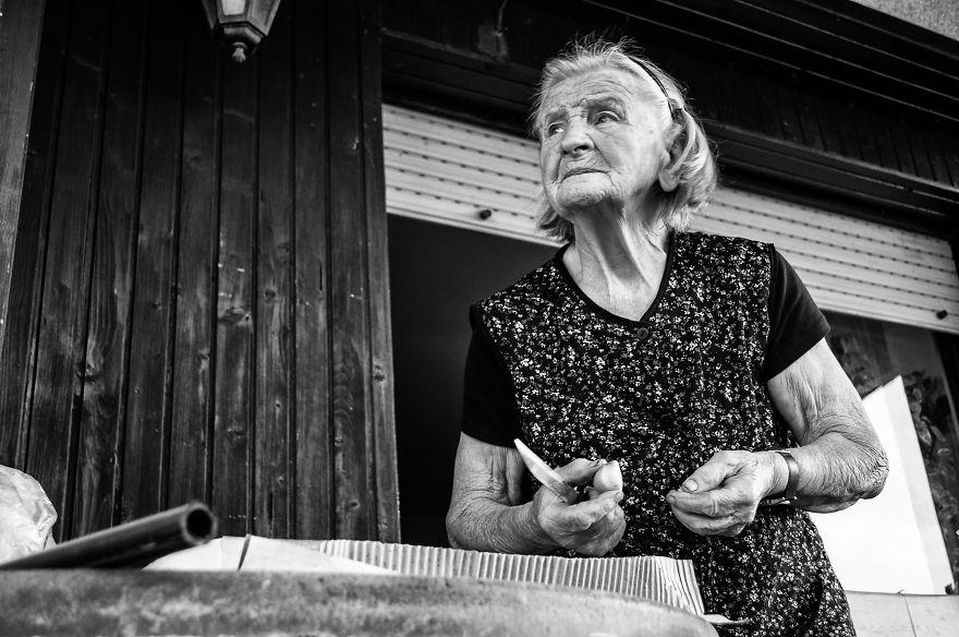 segui-a-minha-avo-de-83-anos-em-torno-de-sua-fazenda-por-um-dia-37