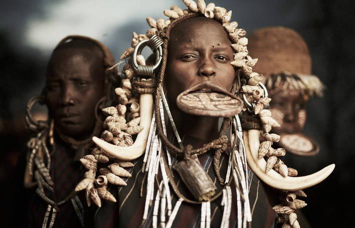 Descubra culturas tribais esquecidas com este fotógrafo polonês