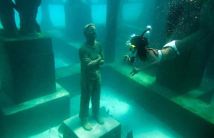 Esculturas subaquáticas nas Maldivas