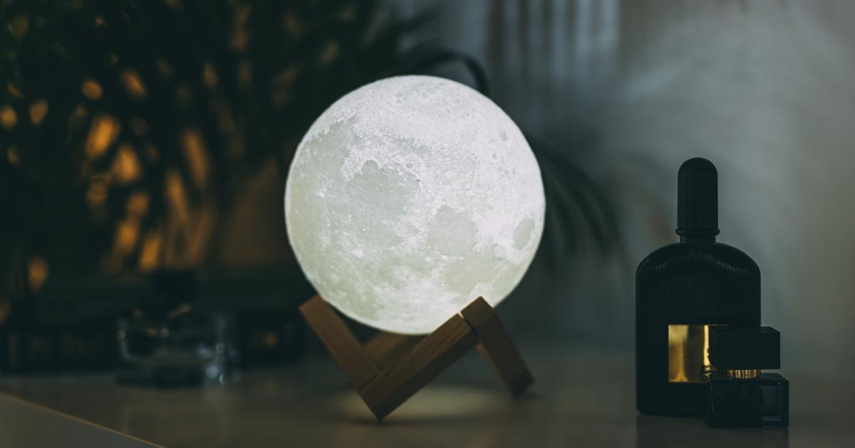 Leve o interior da sua casa para outro nível com essas lâmpadas de lua hipnotizantes
