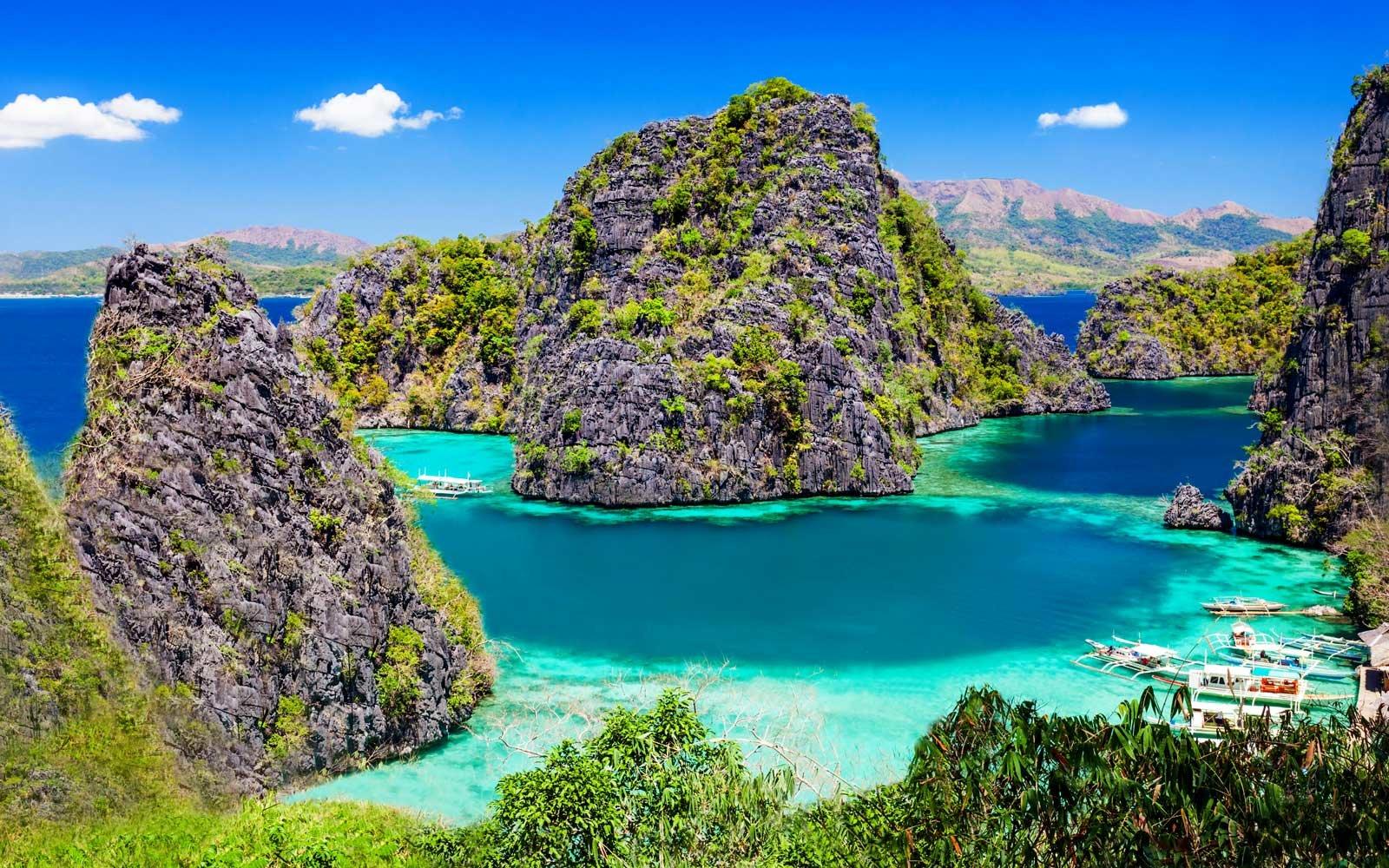 Os 13 lugares onde você pode ver a água mais azul do mundo. Acredite, eles existem.