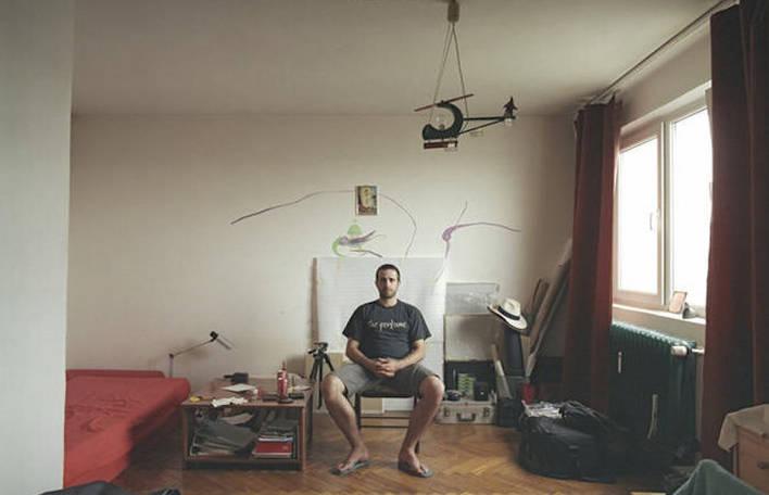 Série de fotos mostra como pessoas diferentes vivem em apartamentos idênticos
