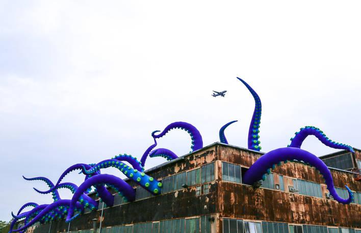 Um gigantesco monstro marinho inflável na Filadélfia
