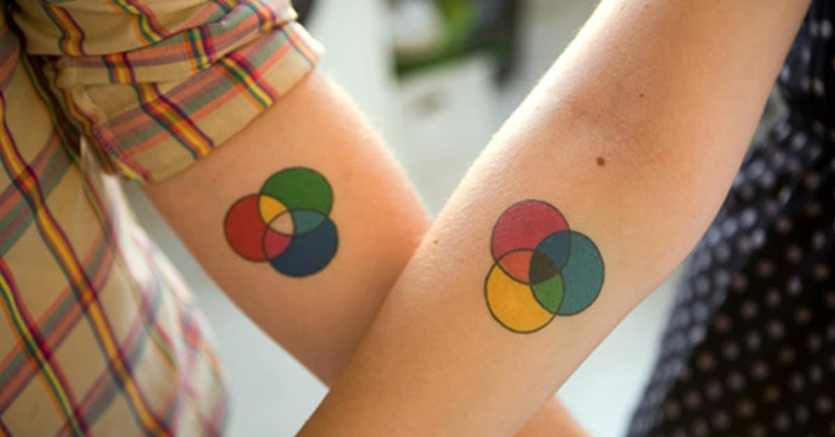 15 tatuagens criativas para casais que celebram a eterna ligação do amor