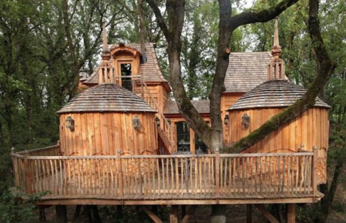 Esta é a casa na árvore mais legal que você já viu