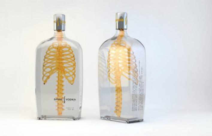 Artista alemão cria embalagem de vodka em forma de coluna vertebral