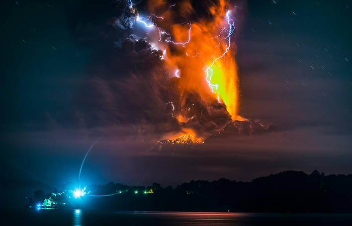 7 imagens admiráveis de vulcões em erupção deste renomado fotógrafo chileno