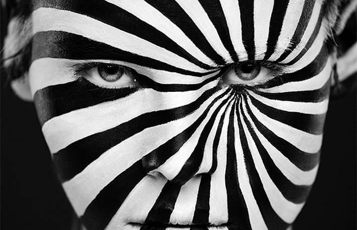 Maquiagem insana transforma modelos em pinturas 2D