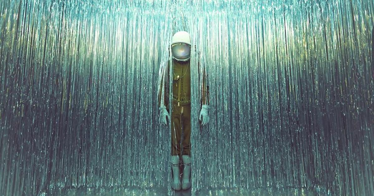 Fotógrafa faz série sobre o retorno de um astronauta solitário à Terra (39 fotos)