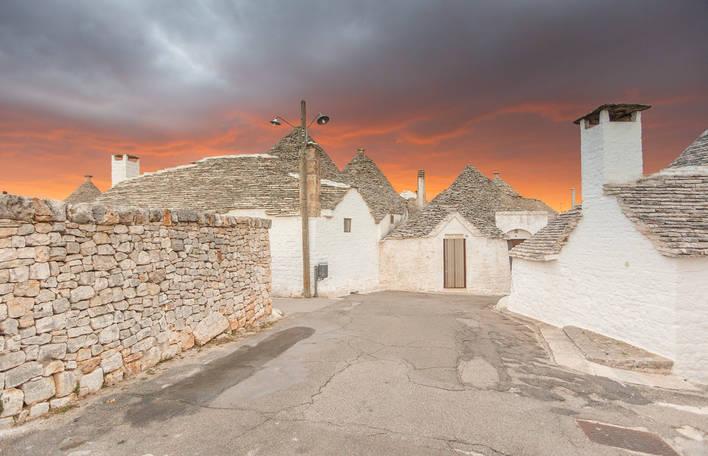 Descubra Alberobello, uma aldeia na Itália que tem o ar de um conto de fadas (15 fotografias)
