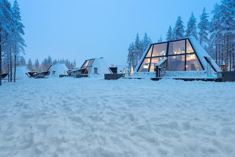 Cabanas de vidro acolhedoras que permitem você se aconchegar perto do Círculo Polar Ártico