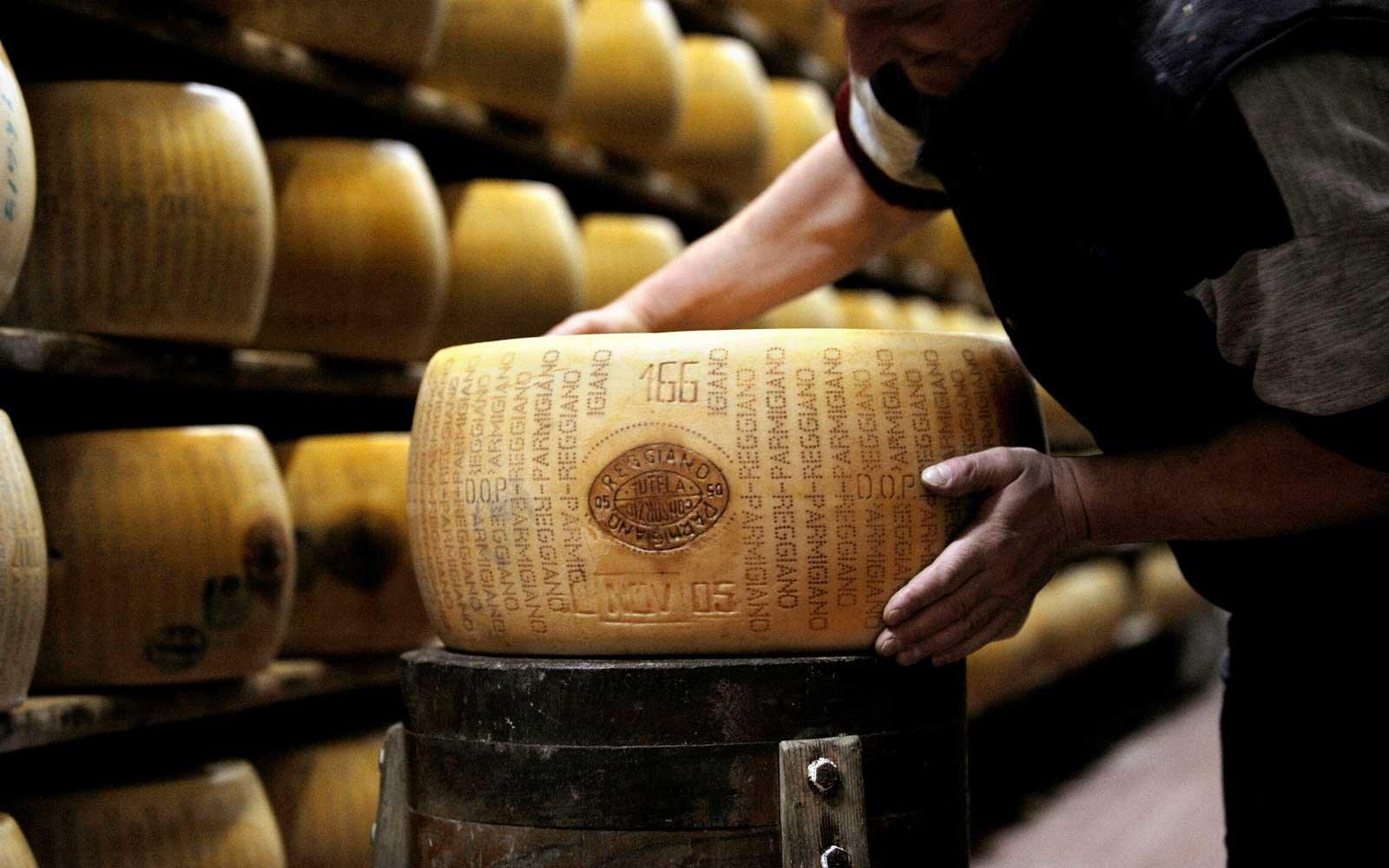 Os 21 melhores lugares do mundo para você tirar férias se você ama queijo