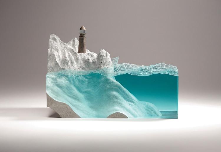 Esculturas em camadas de vidro do oceano capturam o espírito marítimo