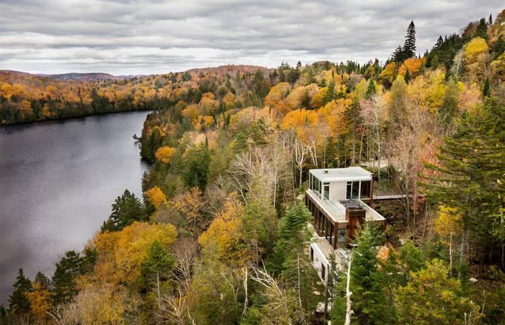 Conheça este chalé moderno localizado nas florestas canadenses