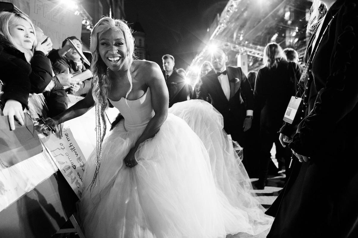 Fotos impressionantes capturam momentos entre celebridades no BAFTA