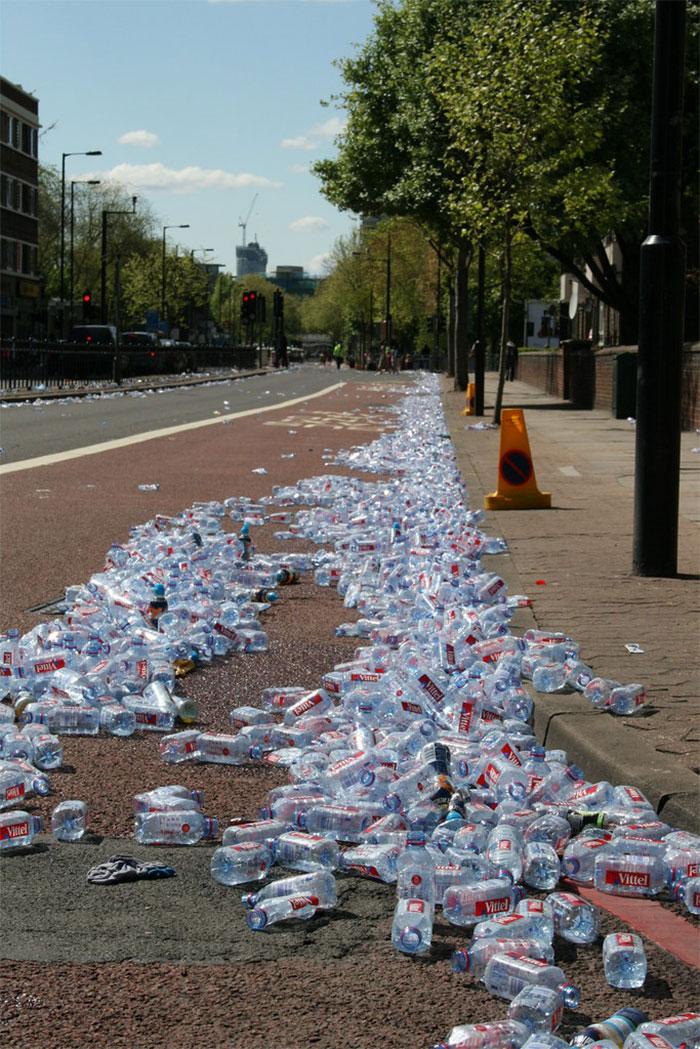 Maratona de Londres substitui garrafas por cápsulas biodegradáveis e comestíveis