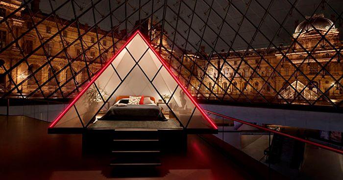 Airbnb está oferecendo a oportunidade de você passar uma noite no Louvre com um show particular e de graça