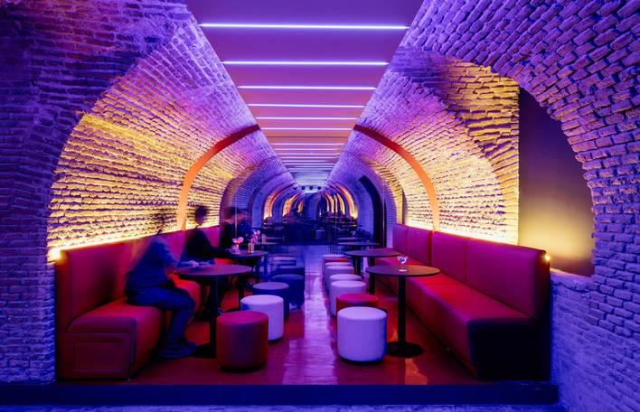 Descubra este bar hipnotizante escondido no subsolo em Madrid
