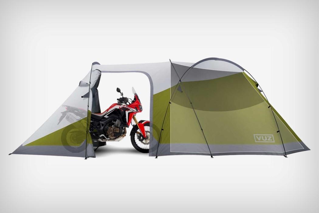 Esta inovadora barraca de camping abriga o piloto e a moto também