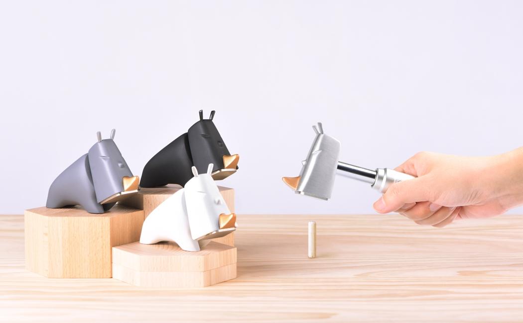 Um Rinoceronte que é um martelo. Um martelo que é um rinoceronte…