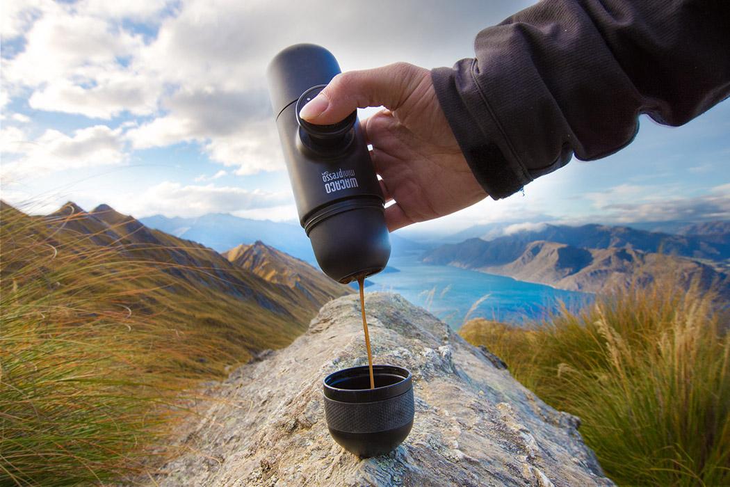 Agora os amantes de café podem levar a menor máquina de expresso do mundo para qualquer lugar