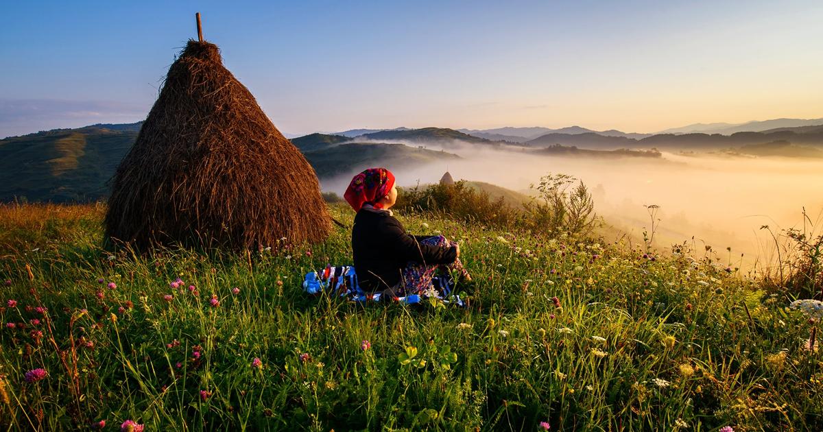 Fotógrafo passa 10 anos fotografando os campos romenos