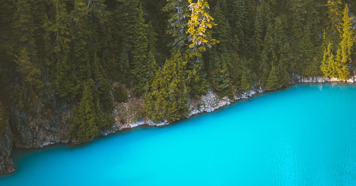 Fotógrafo nômade diz ter encontrado a água mais azul que já viu